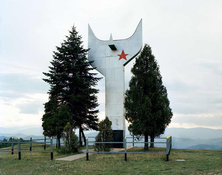 Этот памятник построен в 1968 году. Он посвящен павшим бойцам партизанского отряда Зеница — анти-фашистского движения сопротивления