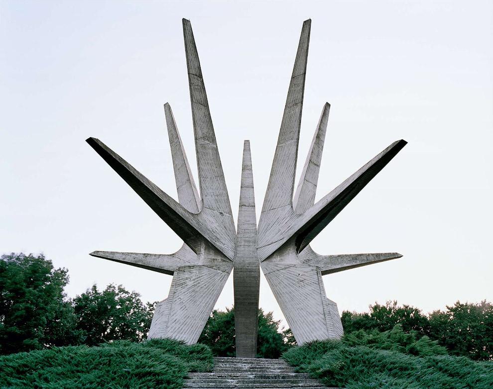 Этот мемориал находится в Белграде и посвящен партизанскому отряду из Космая