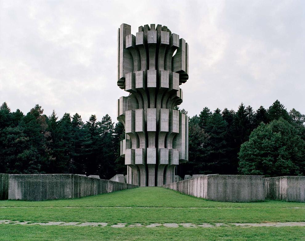 Расположенная в Боснии и Герцеговине, башня возведена в честь битвы битвы за Козару