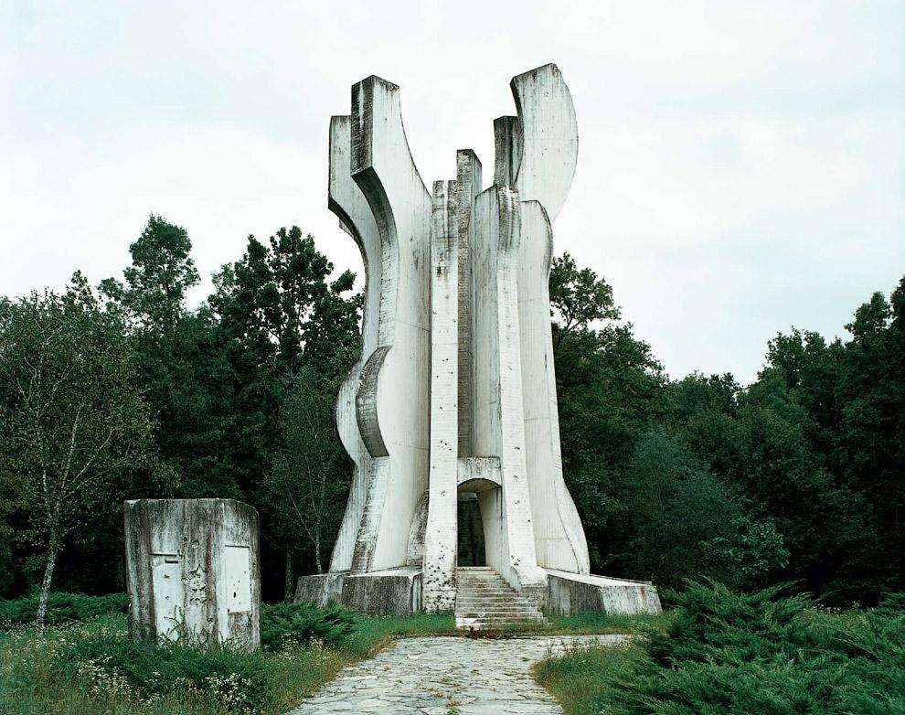 Монумент в честь партизанского отряда из Сисака
