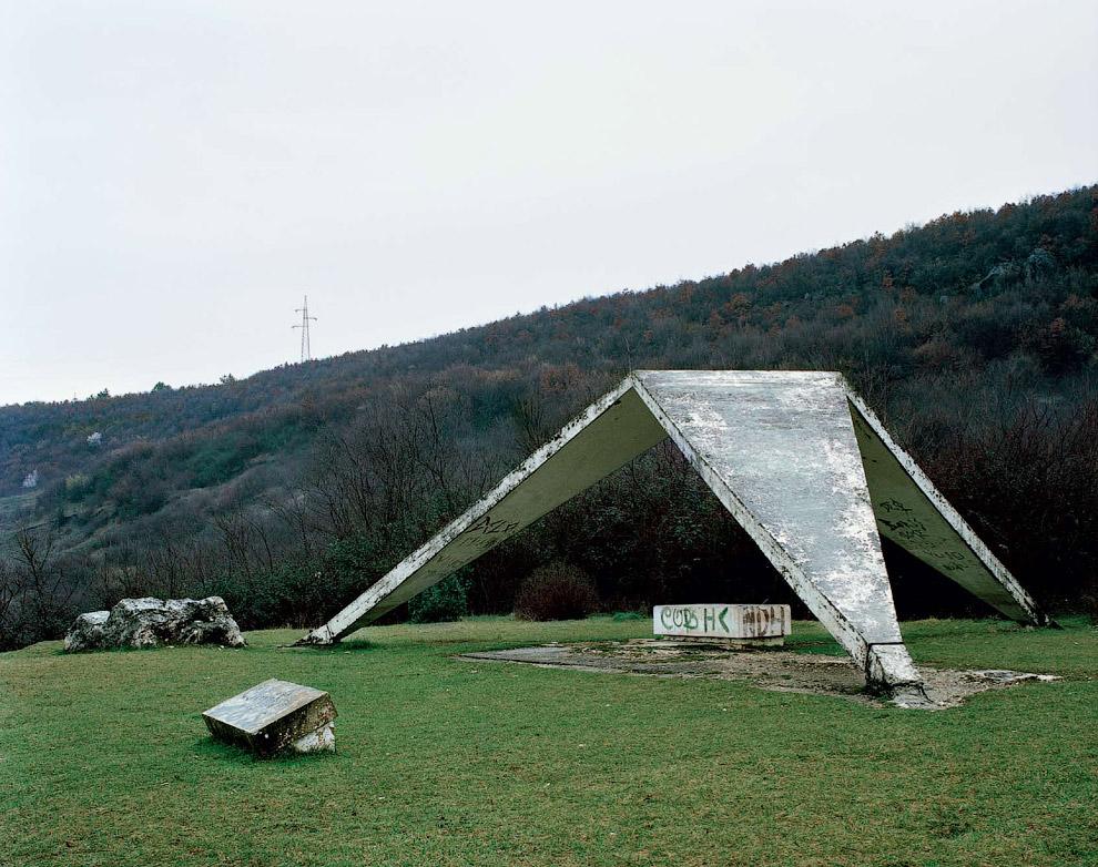 Заброшенный мемориал в Хорватии