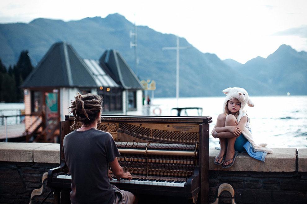 Игра на фортепиано на закате