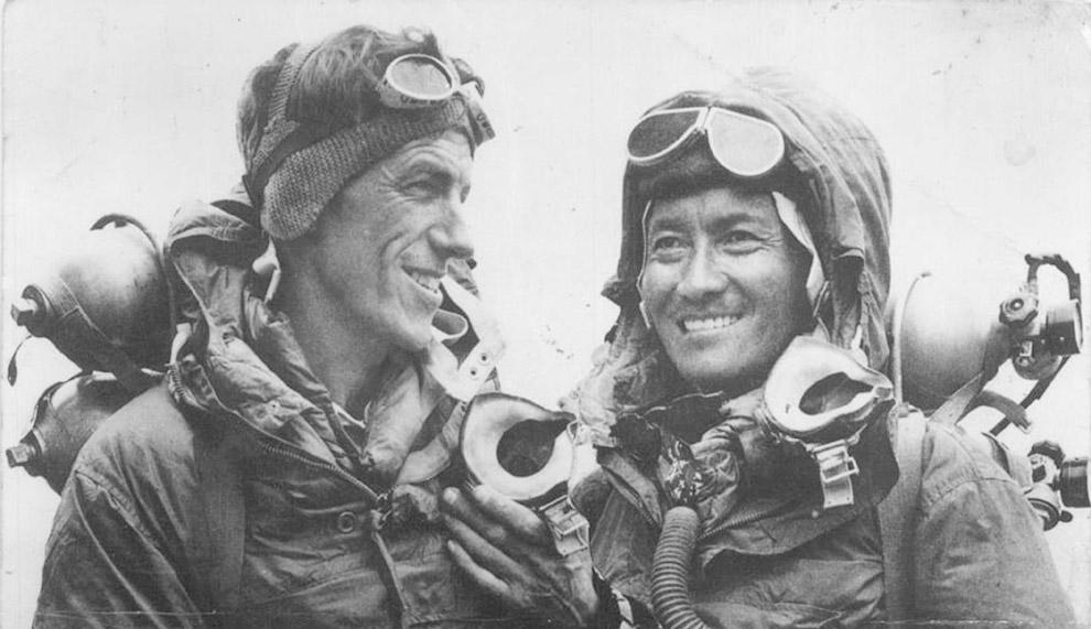 Новозеландец Эдмунд Хиллари (слева) и шерпа Тенцинг Норгей — первые люди на Земле, покорившие Эверест. Фото 1953 года