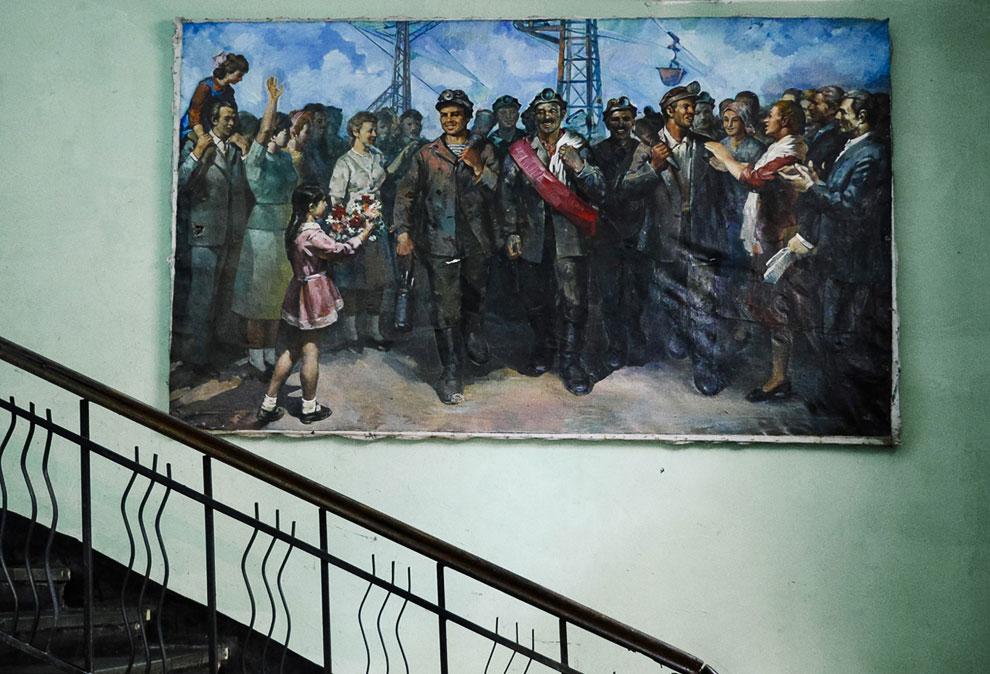На станции: картина с шахтерами Чиатура из советских времен