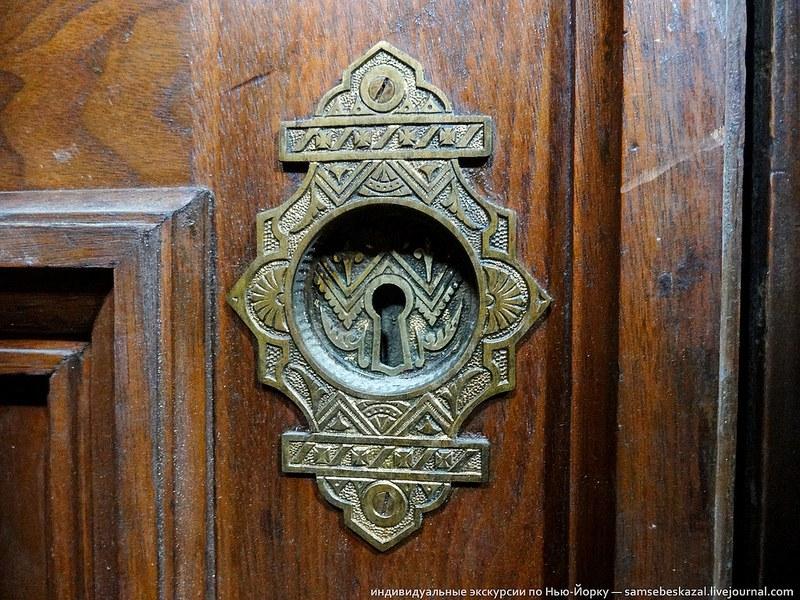 Двери из орехового дерева
