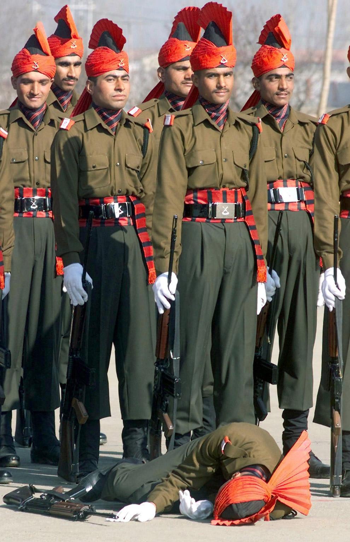 Новобранец индийских вооруженных сил не смог дождаться окончания парада на окраине Сринагара