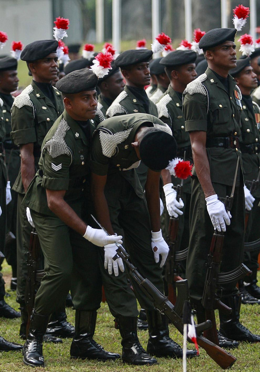 «Сгорел на посту» во время церемонии, посвященной 55-летию армии Шри-Ланки в Коломбо