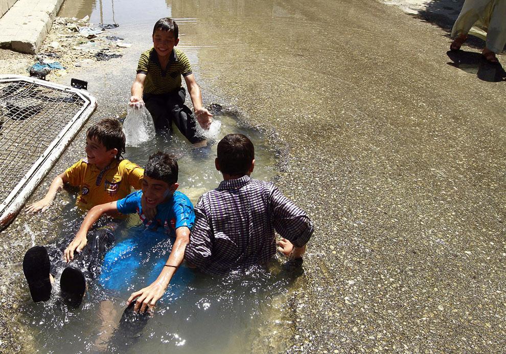 Впрочем, не все в Сирии воюют, некоторым здесь весело, особенно детям