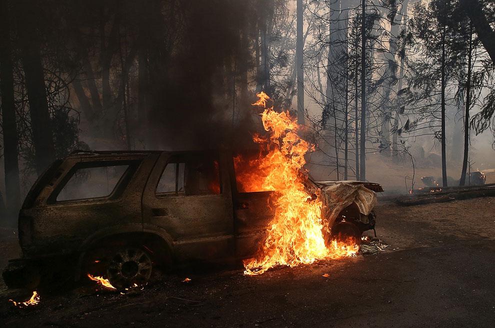 По пути огня в лесу оказалась чья-то машина