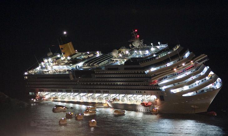 Costa Concordia (Коста Конкордия), на борту которого находились более 4 200 человек, потерпел крушение в январе 2012 года около острова Джильо у берегов области Тоскана в Италии