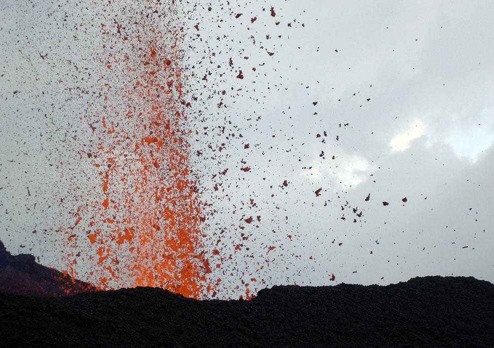 Активный щитовидный вулкан Серро-Асуль (исп. Cerro Azul, «синий холм») на острове ИсабелаАктивный щитовидный вулкан Серро-Асуль (исп. Cerro Azul, «синий холм») на острове Исабела