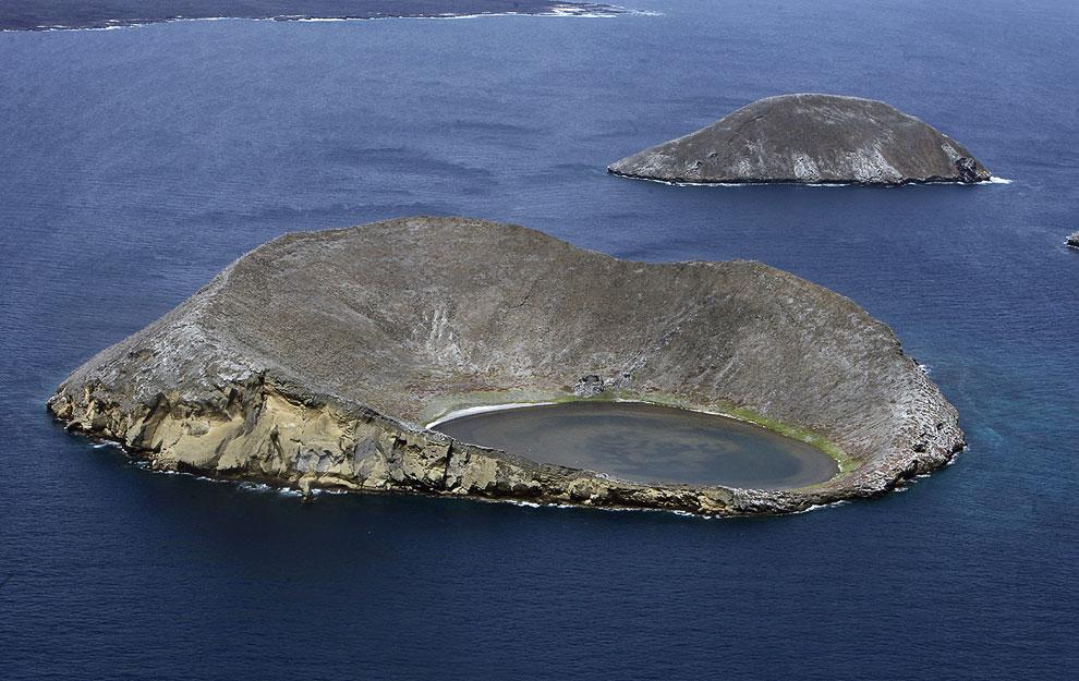 Этот чудесный кратер на острове Bainbridge на Галапагосских островах