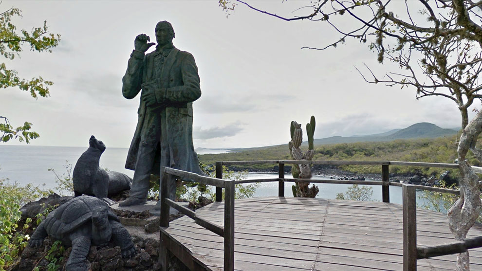 Статуя Чарльза Дарвина на острове Сан-Кристобаль