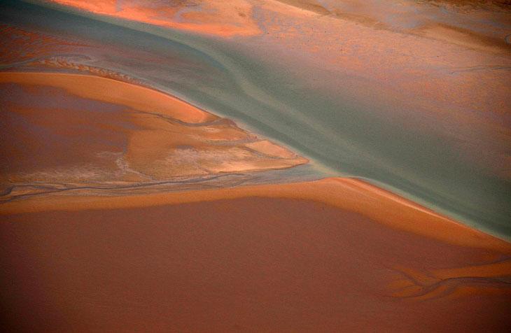 Пляж вдоль береговой линии Арнем-Ленд, к востоку от Дарвина