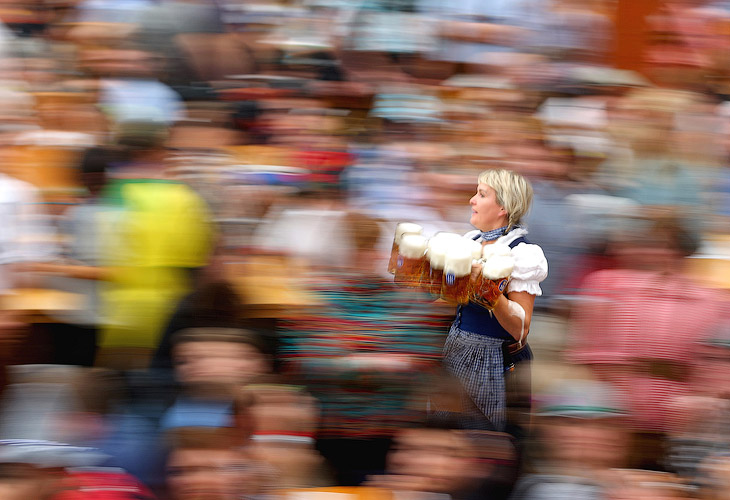 Как правило Октоберфест начинается в сентябре по рациональным соображениям: погода в Германии в это время лучше, да и ночи еще не такие холодные