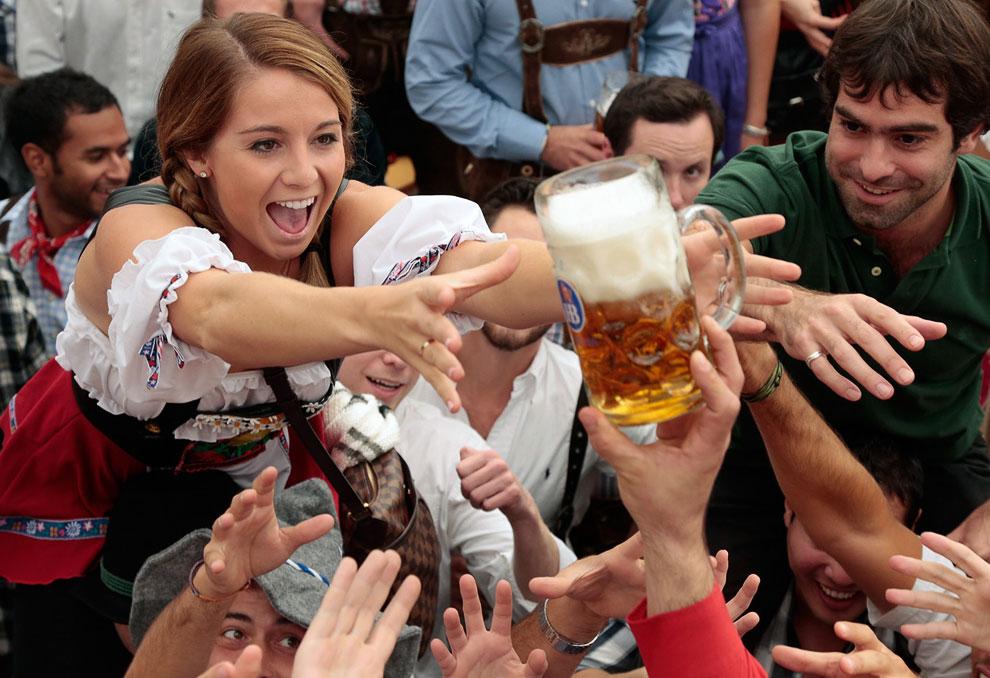 Пивной фестиваль Октоберфест впервые состоялся в 1810 году в честь свадьбы кронпринца и будущего короля Баварии Людвига и принцессы Терезы Саксен-Хильдбургхаузенской
