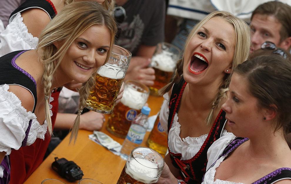 Основным напитком праздника является специально сваренное октоберфестовское пиво