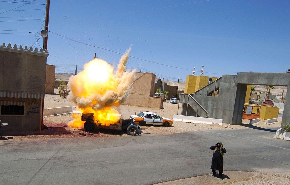 Вот моделируется самодельное взрывное устройство