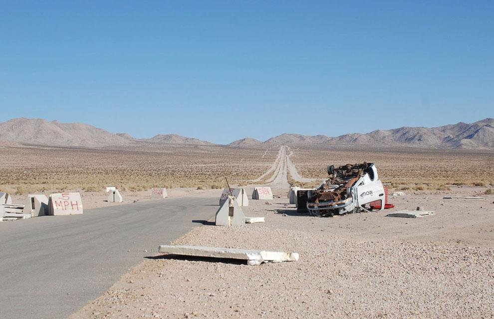 Дорога, ведущая в Национальный учебный центр в Калифорнии, в копии Афганистана