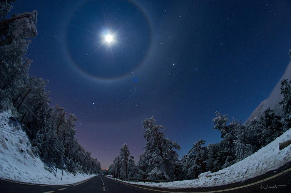 Четверное лунное гало над Испанией