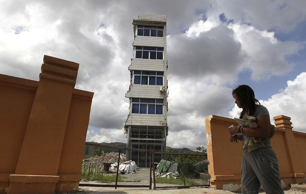 Здесь должны были построить новый бизнес-центр, но хозяйка отказалась переезжать, ссылаясь на недостаточную компенсацию