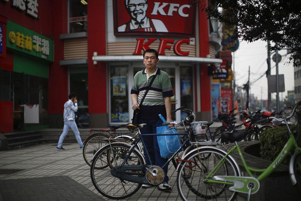 Сотрудник компании KFC, зарабатывает неплохие деньги — примерно 2.28$ в час