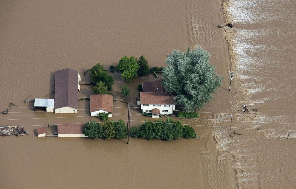 Дома вместе с фермой очутились в море. Штат Колорадо