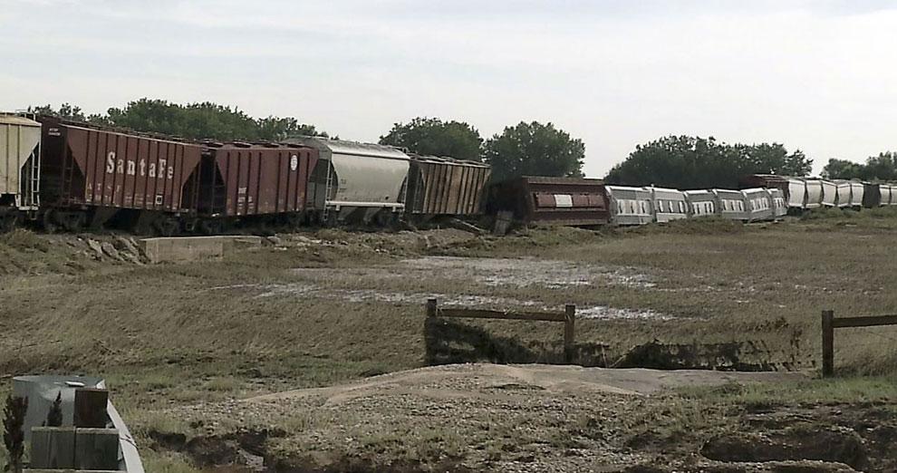 Вот, например, разрушенная железная дорога