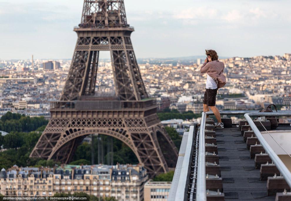 Две романтичные фотографии с Эйфелевой башни