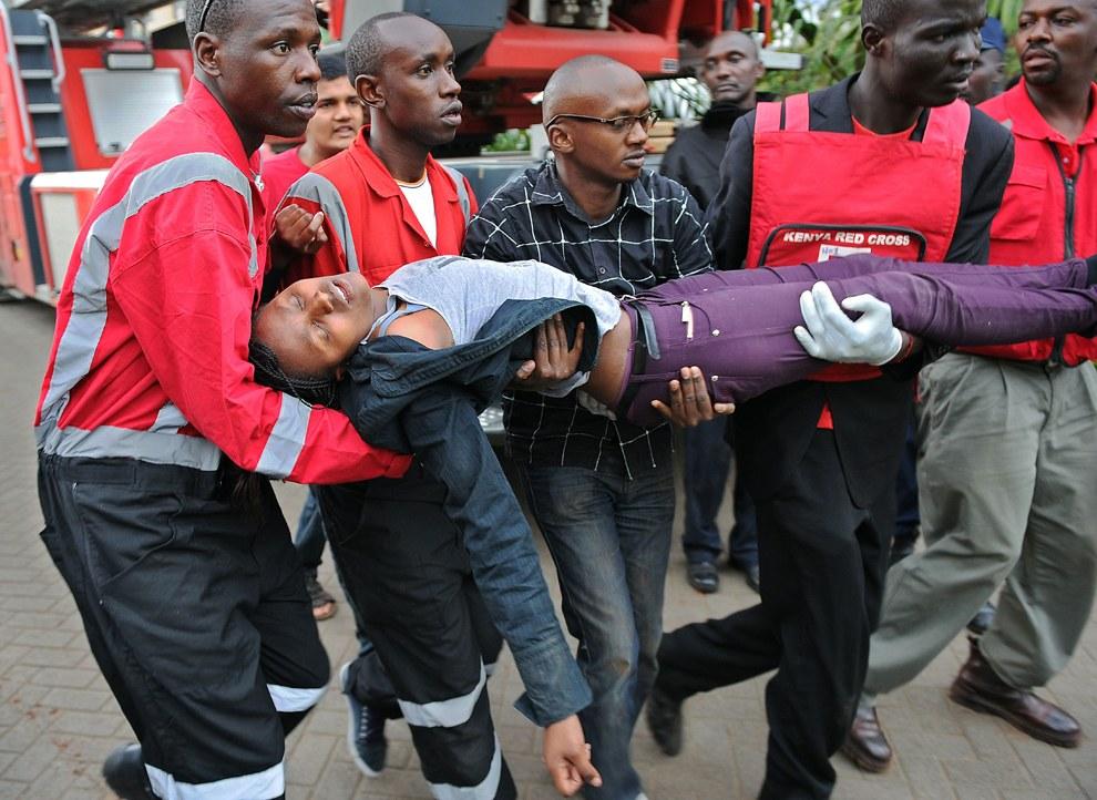 По данным властей Кении, от рук террористов погибли 67 человек, в том числе шесть силовиков, более 170 получили ранения