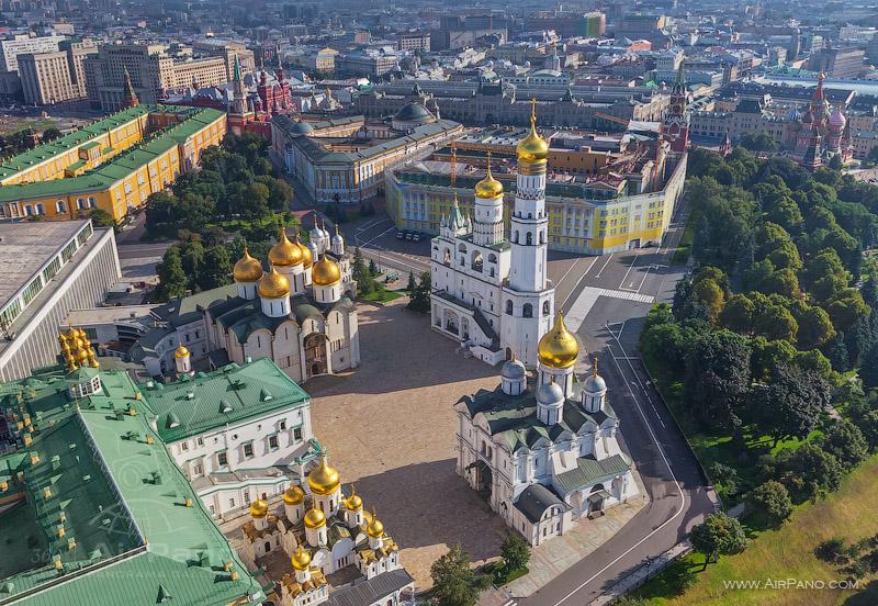Соборная площадь Кремля, Благовещенский собор, Грановитая палата, Успенский собор, Колокольня Ивана Великого и Архангельский собор.