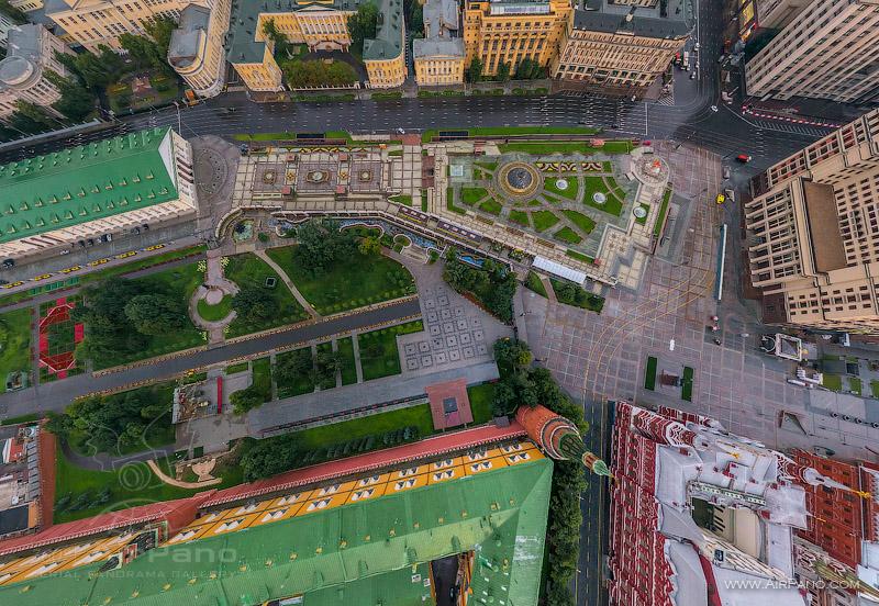 Вид на Александровский сад и Манежную площадь