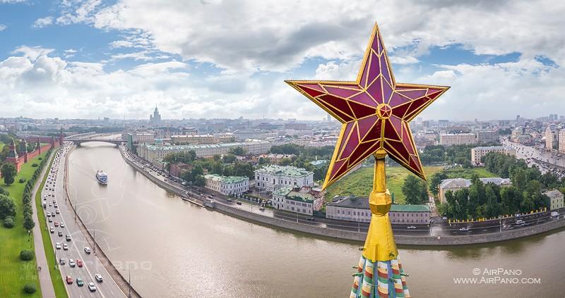 Это были фотографии московского Кремля с высоты