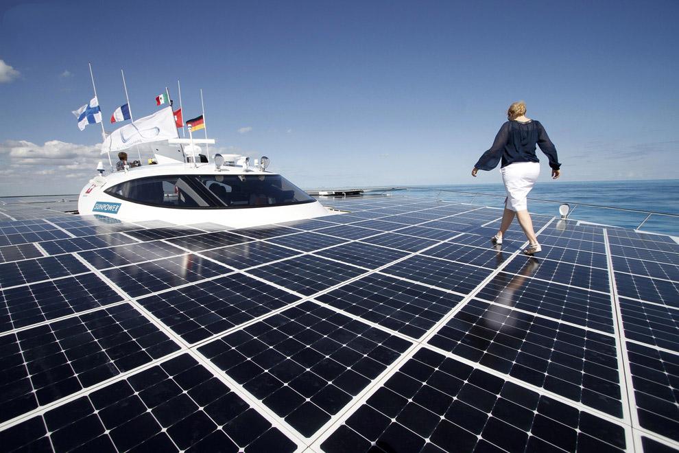 Самое большое в мире судно на солнечных батареях