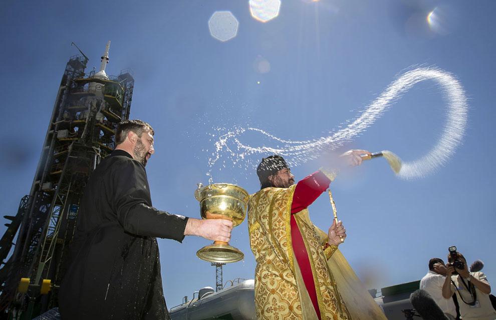 Забавная традиция – освящение космического корабля на стартовой площадке Байконура