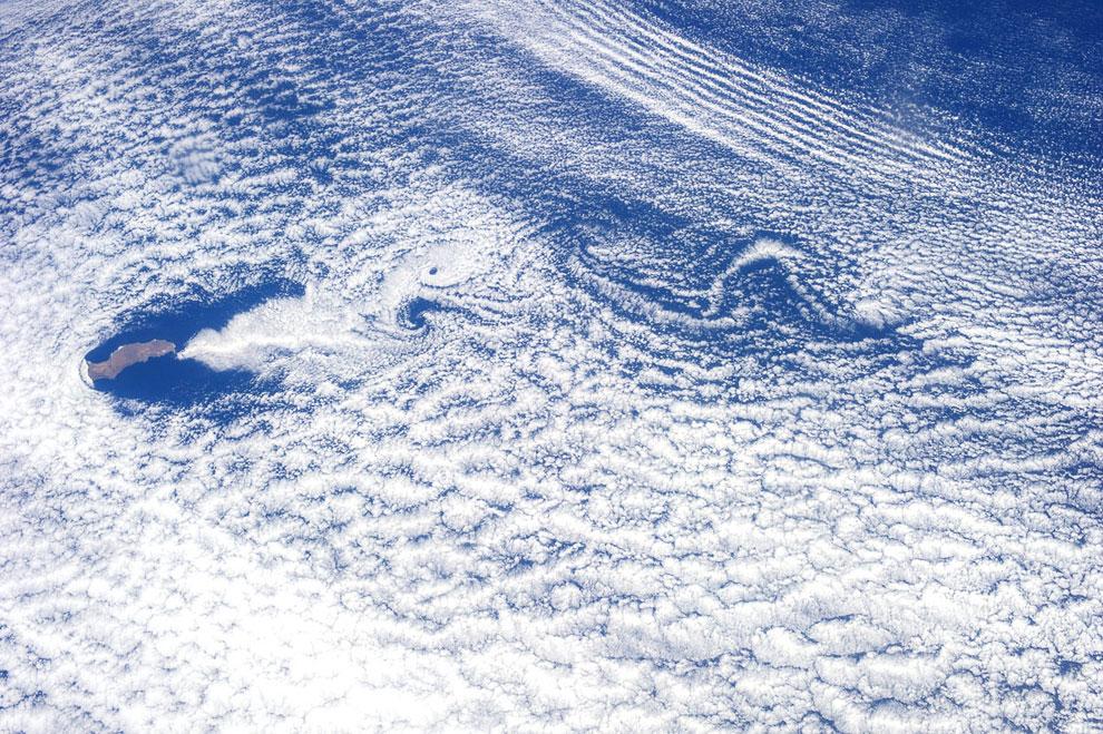 Остров Гваделупа в Тихом океане (слева в центре)