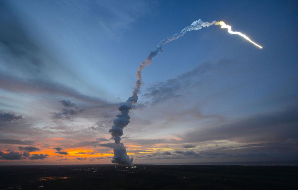Запуск грузового корабля «Альберт Эйнштейн» 5 июня 2013 с помощью ракеты-носителя тяжелого класса «Ариан-5ES» из Гвианского космического центра на Куру