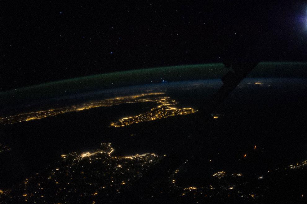Ночная Сицилия и большая часть Италии