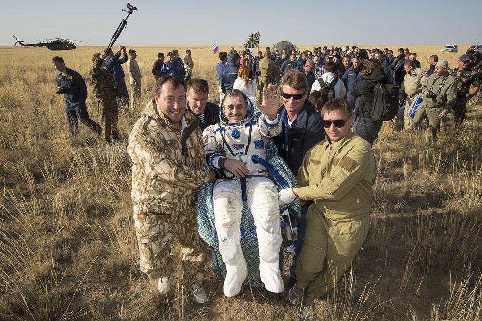 Командир 36-й экспедиции на МКС Павел Виноградов после возвращения на Землю