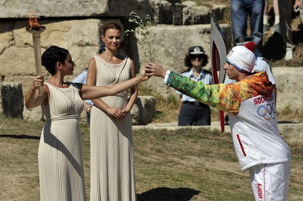 За сутки до этого, на репетиции зажжения Олимпийского огня случился казус