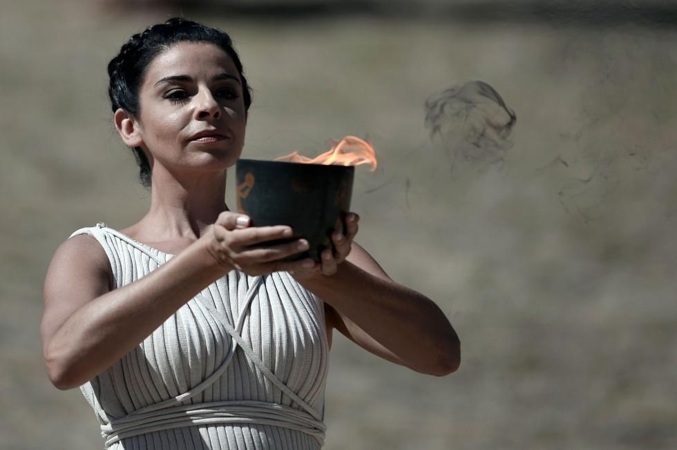 После окончания Церемонии 250 факелоносцев за неделю пронесут Огонь через 33 города и 23 области Греции — за это время Эстафета преодолеет 2 000 километров