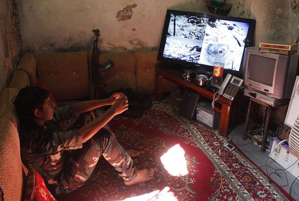 Продвинутый наблюдательный пункт с несколькими камерами наблюдения у боевиков оппозиции
