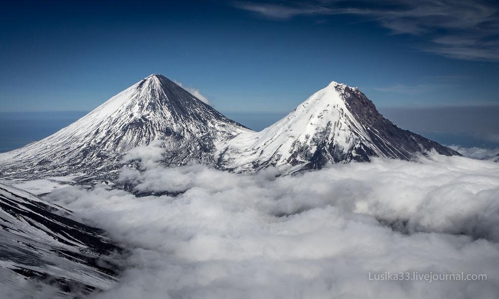 Вулкан Ключевской и потухший стратовулкан Камень