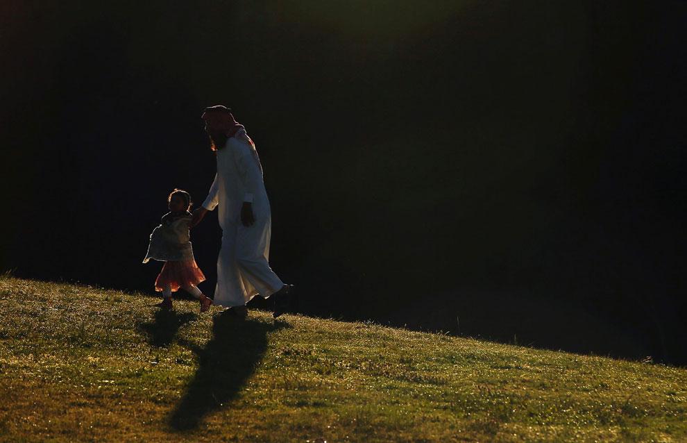Сидней, Австралия. Верующие идут на утреннюю молитву