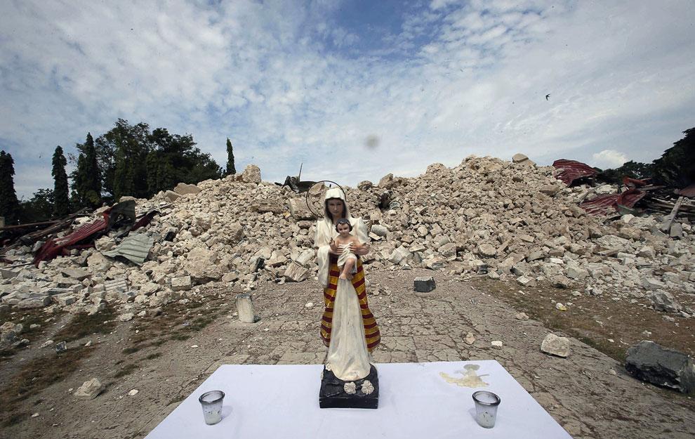 Остатки рухнувшей церкви, Филиппины