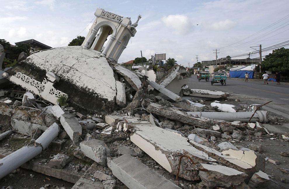 Разрушенная церковь на острове Бохоль, Филиппины
