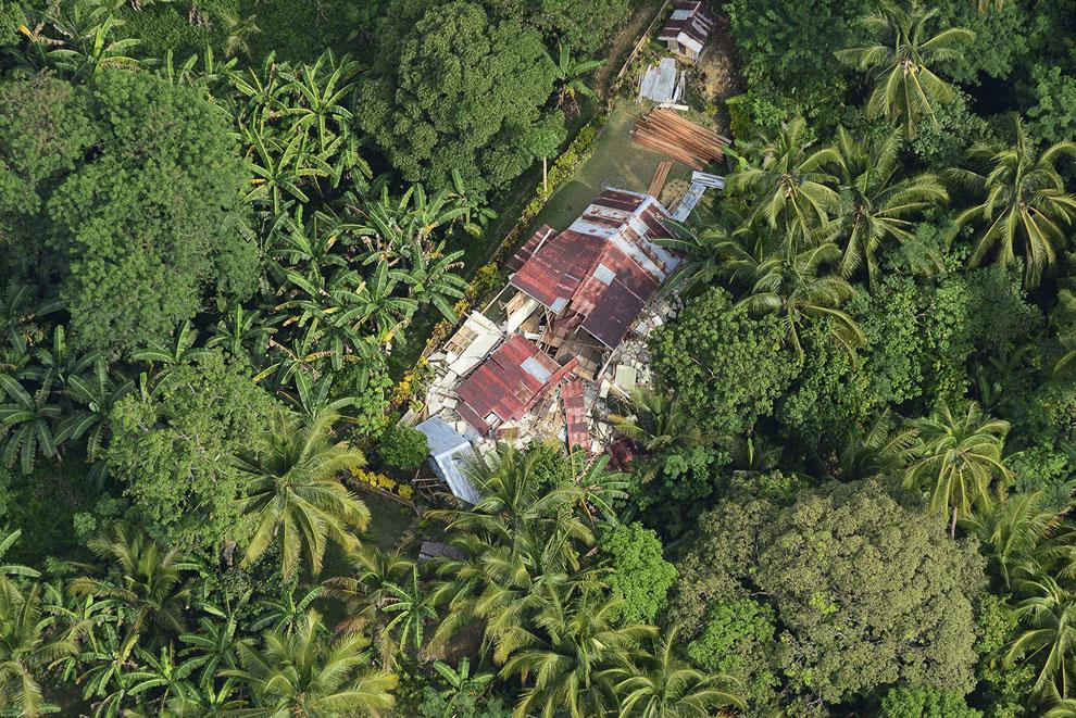 Аэрофотосъемка домов, которые рухнули во время землетрясения на Филиппинах