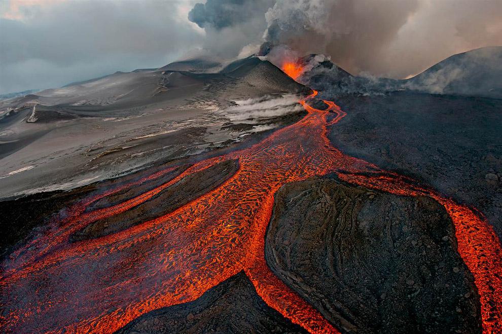 Победителем в категории «Пейзажи» стал наш отличный фотограф дикой природы Сергей Горшков с фотографией извержения вулкана Плоский Толбачик на Камчатке