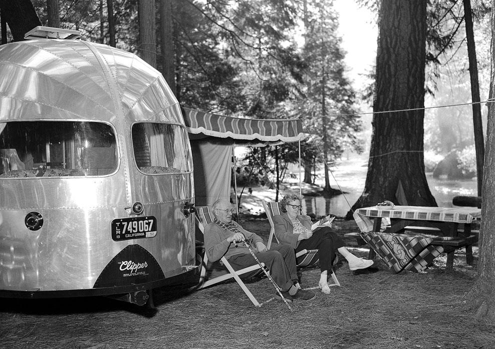 «Дикари» со своим трейлером в парке, 8 июля 1952 года