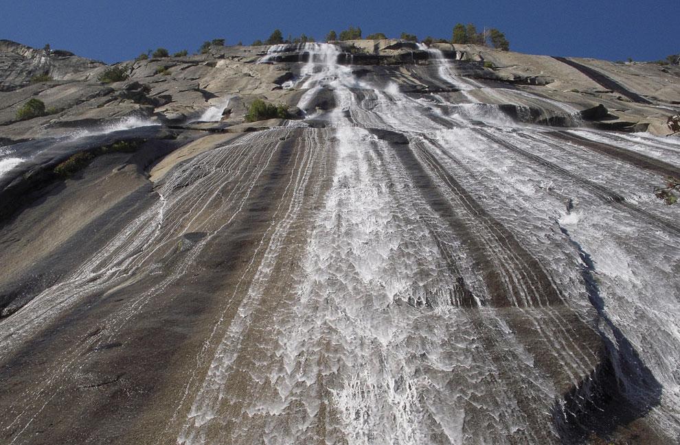 В парке на ограниченной территории находится большое количество водопадов